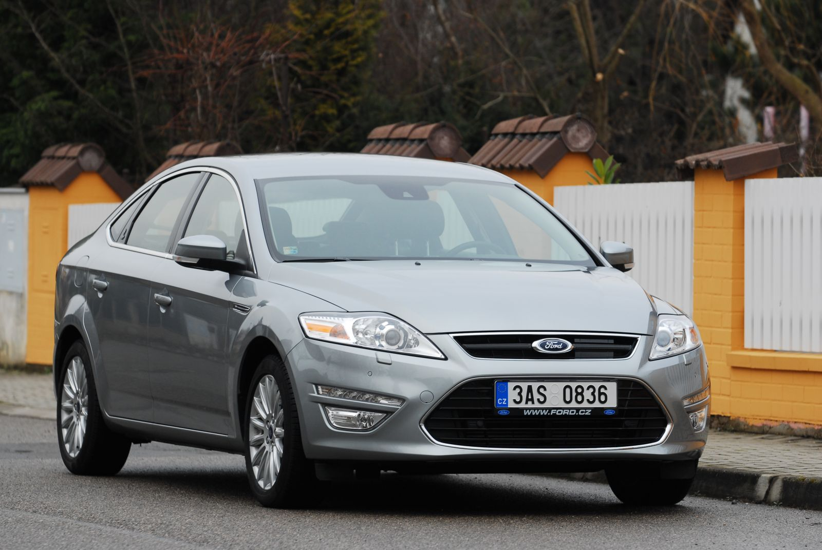 Ford Mondeo Titanium 2.0 TDCi 180 (2015) review by CAR ...