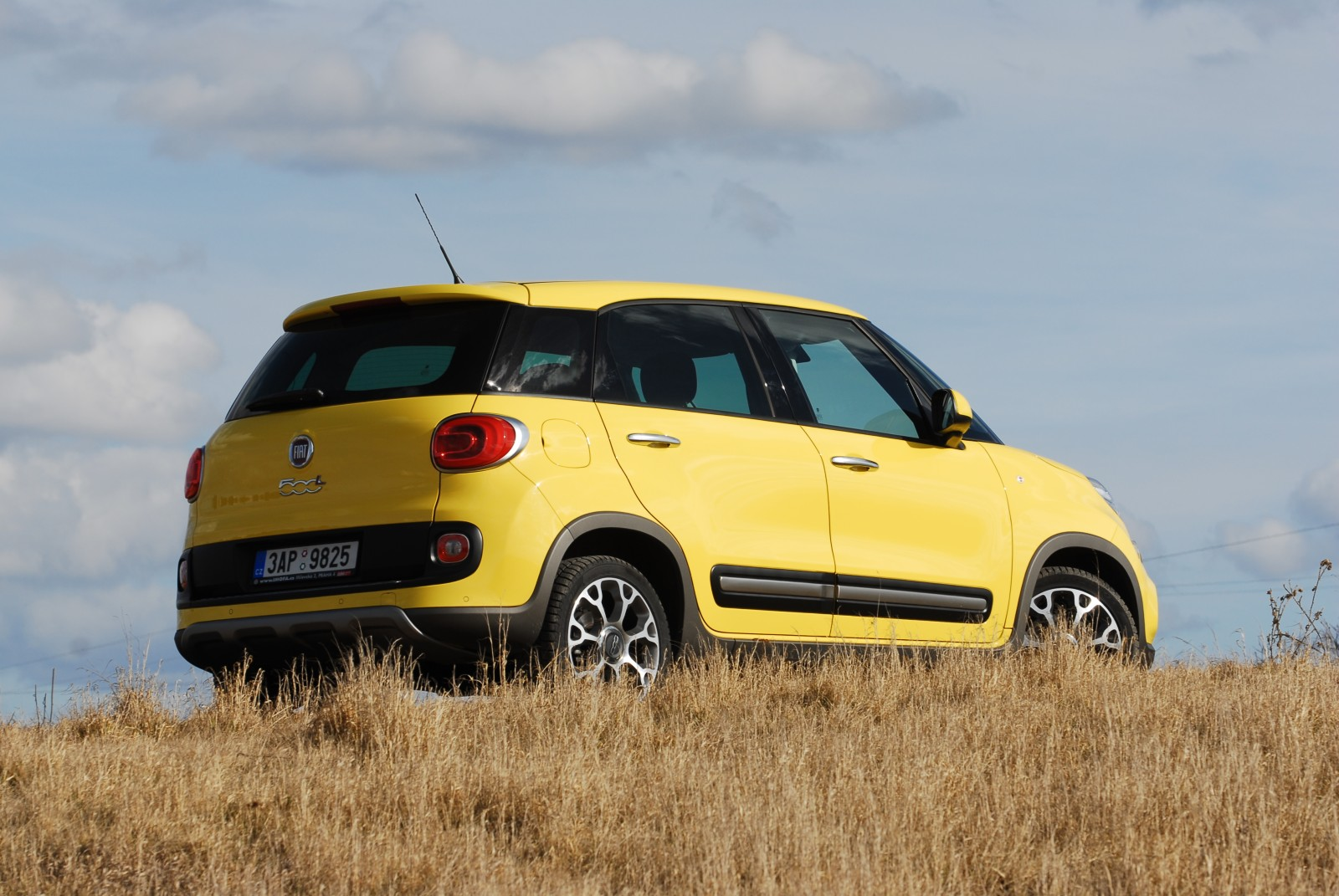 recenze test fiat 500l trekking 1 6 mjet 2014. Black Bedroom Furniture Sets. Home Design Ideas