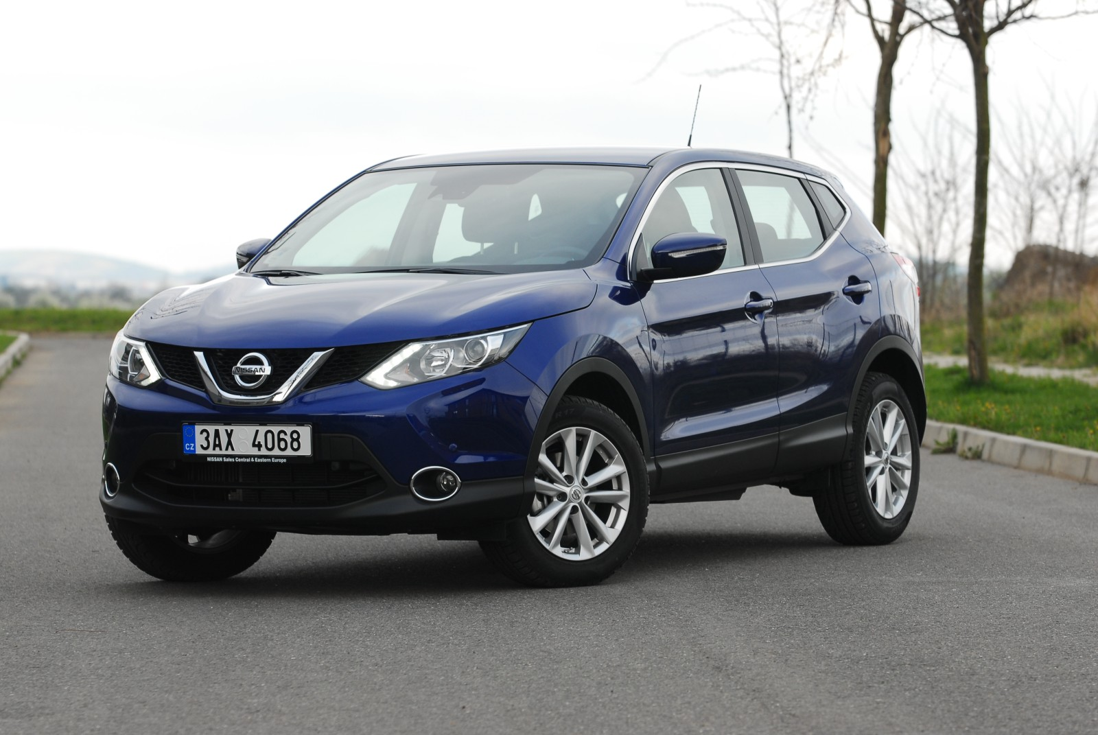 recenze test nissan qashqai 1 2 dig t 2014. Black Bedroom Furniture Sets. Home Design Ideas