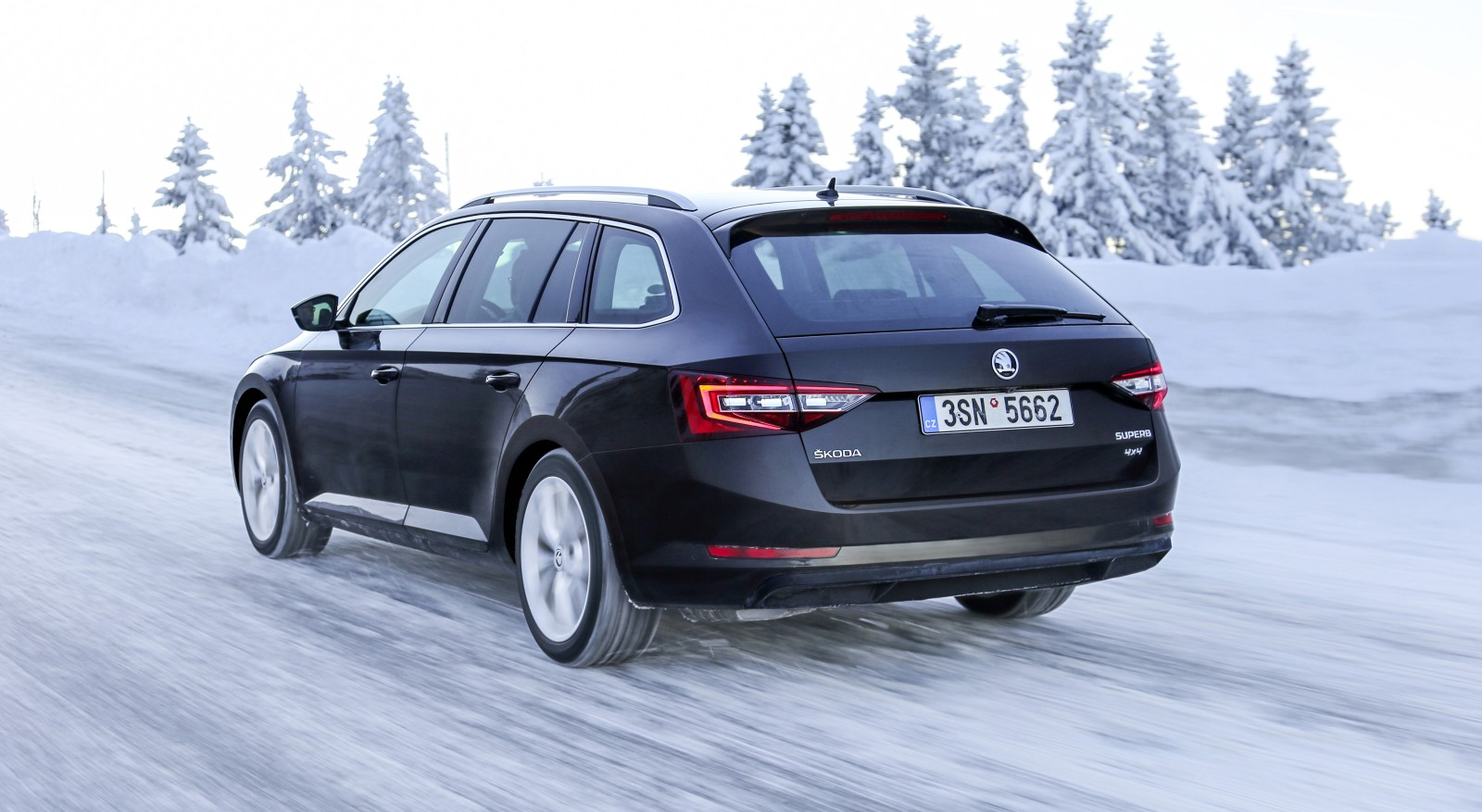 Recenze Test Skoda Superb Combi 4x4 2 0 Tdi Laurin Klement L K