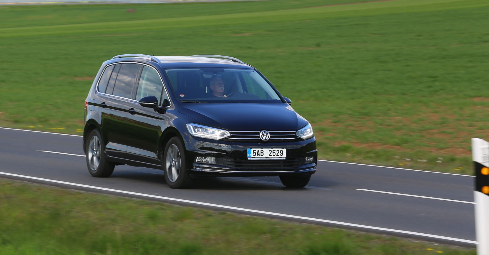 volkswagen touran 2 0 tdi 2016 recenze a test. Black Bedroom Furniture Sets. Home Design Ideas